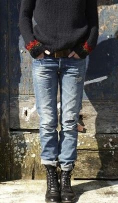 Can't see enough of the sweater to decide whether or not I approve, but I like the worn-in jeans and boots.