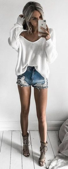Awesome 41 Pretty Casual Shorts Spring Outfits Inspirations Ideas. More at https://wear4trend.com/2018/02/26/41-pretty-casual-shorts-spring-outfits-inspirations-ideas/ #casualoutfits