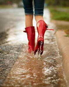 There is beauty to be found in the rain. <3 Inspiration for emmaheaven.com