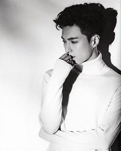 "[SCAN] Lay/Zhang Yixing 1st Album ""Lose Control"" Album Preview #AdminWing Cr. Hunlike!"