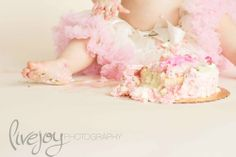 Cake Smash Photography Session! With LiveJoy Photography #LiveJoyPhotography