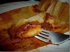 Tamales norteños de puerco en chile colorado.