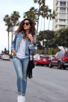 Adorable Denim Jacket Outfit to Wear in Cold Weather - Cute Outfits White Chucks Outfit, Black Leggings Outfit, Legging Outfits, Denim Outfit, Tribal Leggings, Converse Outfits, Athleisure Outfits, Cute Casual Outfits, Simple Outfits