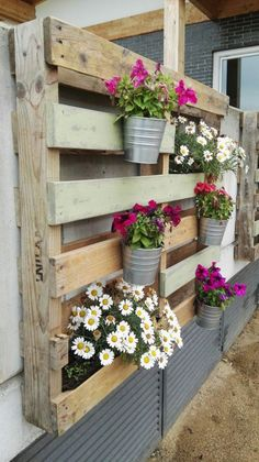15 Awesome DIY Wooden Flower Planter Ideas Your Home Decoration in Low Budget Planters can be exhibited in a lot of various ways. You may also hang planters from freestanding hooks to bring a little height to your garden beds or dang Vertical Garden Design, Vertical Gardens, Flower Planters, Garden Planters, Stone Planters, Wooden Pallets, Wooden Diy, Wood Pallet Planters, Pallet Garden Walls