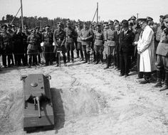 An RC model of the Maus is demonstrated to Hitler on the of May 1943 Military Guns, Military Vehicles, Medium Armor, Germany Ww2, Rc Model, Armored Vehicles, War Machine, World War Two, Wwii