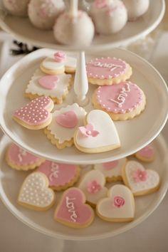 Naschwerk & Co. :: Torten & Co. – Kekse Naschwerk & Co. :: Pies & Co. Valentines Sweets, Valentine Cookies, Cupcake Cookies, Sugar Cookies, Cake Decorating Tips, Cookie Decorating, Dessert Bars, Dessert Table, Gateau Baby Shower