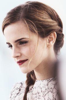 Emma Watson est pour moi une sorte de modèle car je trouve tres féminine est elle me fait penser the demoiselles ( et en plus c'est une super actrice )