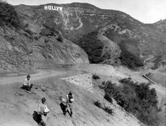 A 1923 vintage photograph shows the famous landmark under construction above Hollywood, workers on mule trails leading up to the sign taking a break. California History, Vintage California, Southern California, Hollywood Sign, Vintage Hollywood, Hollywood Hills, Hollywood Style, West Hollywood, Garden Of Allah