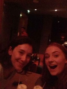 "Sansa and Shae actually being friends: | Seeing The ""Game Of Thrones"" Cast As Normal Humans Is Still Completely Mesmerizing"