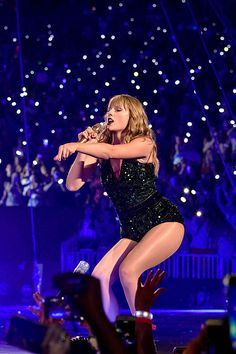Love this girl! Taylor Swift Concert, Taylor Swift Hot, Live Taylor, Swift 3, Star Goddess, Youre My Person, Taylor Swift Pictures, Celebs, Celebrities
