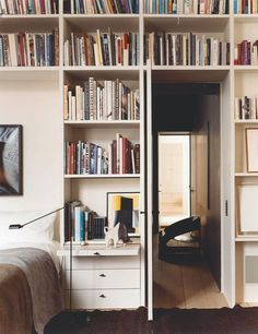 Above: In his own bedroom, Vincent Van Duysen incorporates a headboard into a wall of bookshelves. At bedside level, the shelves turn into drawers with a pullout night table Built In Shelves, Built In Storage, Built Ins, Book Storage, Extra Storage, Glass Shelves, Home Design, Interior Design, Ideas Prácticas