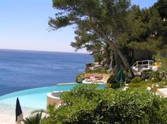 Les Roches Blanches Hotel - Casis France awesome pool and view of Mediterranean and Cap Canaille