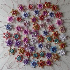 Ornament Wreath, Ornaments, Christmas Wreaths, Brooch, Stars, Holiday Decor, Awesome, Floral, Flowers