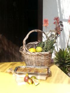 """Nueva receta para comenzar semana con compás! http://www.youtube.com/watch?v=Baf8dKwdEyc&feature=share&list=PLFzUHgBfotIPMClUQ-ZXmv_6tTm4_n4s2 Tarta de limón y brevas o como la llama José Barrero Crespo d Asociación La Chascona """"tarta gitana"""" -porque limoneros e higueras solían encontrarse en casas/patios de vecino de los barrios más flamencos- #RuralChefCampiña repostero Manuel Justo Rey hace rico postre desde la huerta en barriada rural Cuartillos #LoNuestroSabeMejor"""
