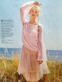 Мохеровый пуловер-особый шарм.Рукава реглан пришиты в нескольких точках, а места соединений украшены пуговицами.