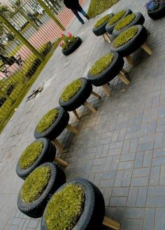 Les jardinières en pneus recyclés viennent fleurir nos villes !