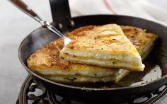 Τηγανητή τυρόπιτα   Συνταγές   Η ΚΑΘΗΜΕΡΙΝΗ Cheese Pies, Greek Recipes, Macaroni And Cheese, French Toast, Recipies, Favorite Recipes, Breakfast, Ethnic Recipes, Food