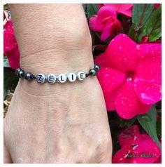 """Bracelet avec prénom """"Zelie"""". Bracelet avec prénom enfant, adultes. Perles lettre acryliques plaqué couleur argenté : Bijoux pour hommes par perles-et-couronnes"""