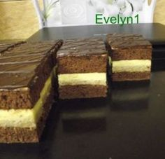 Orechovo  vanilkový rez Something Sweet, Amazing Cakes, Nutella, Banana Bread, Cake Recipes, Deserts, Food And Drink, Yummy Food, Sweets