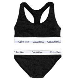 Sous vêtement Calvin Klein en noir ou gris.