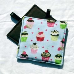 Set of 2 Potholders Cupcakes  By Sewinggranny by sewinggranny, $6.00