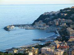 Arenzano, riviera di Genova Ponente: dall'antichissima leggenda del pozzo cittadino alle ville secolari, dai percorsi alpinistici alle giornate in spiaggia