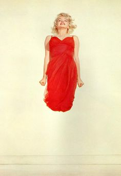 """Marilyn Monroe, photo by Philippe Halsman, 1959 Autrichien / Condamné à 4 ans de prison pour parricide / Technique du """"jumping"""" afin de mieux capter les émotions des personnes qu'il prend en photo."""