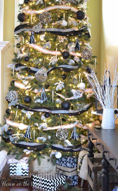 How to make a basket Christmas tree skirt for the nautical tree