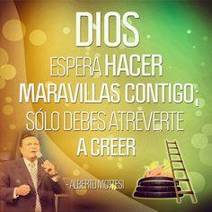 Confía en Él y Él hará - Dios espera hacer maravillas contigo; sólo debes atreverte a creer. - Alberto Mottesi