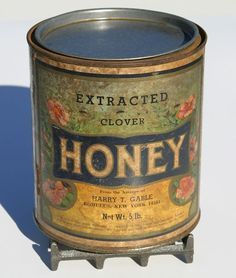 Antique very rare Vermont Farm primitive x-Large Extracted Clover Honey Can Original Label very decorative Etsy Vintage, Vintage Bee, Vintage Tins, Vintage Props, Vintage Kitchen, Vermont, Honey Label, Bee Skep, Bee Hives