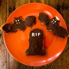 Candy corn + peanut butter + chocolate = nobody better lay a finger on my Easy Butter Fingers Candy!  #MyAllrecipes #halloween