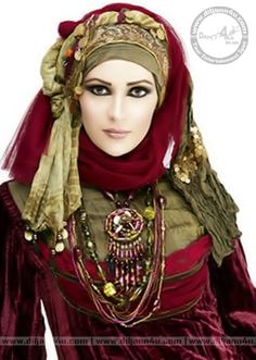 Hijab brings a lot of grace and style in the personality of women. I can literally quote live examples of a number of women who look absolutely amazing in Hijab Muslim Girls, Muslim Women, Muslim Brides, Arab Women, Costume Tribal, Gypsy Costume, Modern Islamic Clothing, Beau Hijab, Habits Musulmans