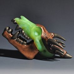 Dragon Skull Pendant by @JWhipkeyGlass - This is Electroformed with copper and has nickel plating for contrast. The jaw is removable! #glassbarons #glassart #dabs #headyglass #glass #glassporn #boro #dabbersdaily #shatter #weshouldsmoke #thousanddollarsmoke #heady #topshelflife #highsociety #cannabiscommunity #errl #cannabis #710society #headyart #dab #pendantsofig #wfayo #glass_of_ig #glassblowing #GlassofIG #JWhipkeyGlass