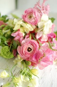 Ranunculas and Cream sweet peas, Stunning spring wedding bouquet. #wedding