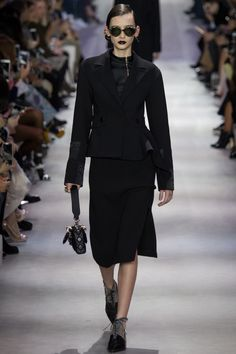 http://www.vogue.com/fashion-shows/fall-2016-ready-to-wear/christian-dior/slideshow/collection#55