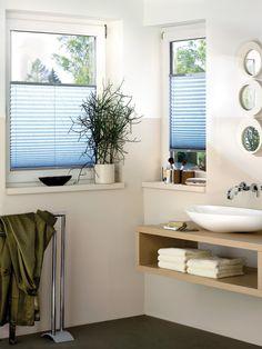 niebieskie plisy - łazienka - nowoczesne wnętrza - białe pokoje - więcej na http://sklepzoslonami.pl/