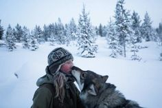 Tinja Myllykangas, a young woman lives off the grid in wild northern Finland, in the arctic region of Lapland with her 85 huskies and wolf dogs. Off The Grid, Alaska, Arctic Landscape, Brice, Exposition Photo, Dog Whisperer, She Wolf, Brave Girl, One With Nature