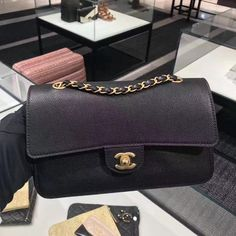 NEW #personalshopper #personalshopping #shopping #lifestyle #luxury #fashion #womensfashion #ootd #outfitoftheday#louisvuitton #louisvuitton2018 #louisvuittonshoes #louisvuitton代購 #Chanel #chanel2018 #chanelbag #chanel代購  #Repin by https://www.kensington-bespoke.uk - Bringing the #chic and #style of #Kensington High Street direct to your home.