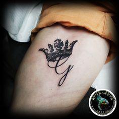 Κορωνα τατουαζ προτεινεται ανεπιφυλακτα για ανδρικο τατουαζ.