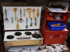 let the children play: Simple Play Space Transformations Mud Pie Kitchens - lots of examples Playground Design, Outdoor Playground, Playground Ideas, Cubby Houses, Play Houses, Mud Pie Kitchen, Woodworking Software, Woodworking Bench, Woodworking Classes