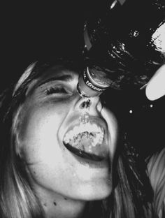 Josephine)) Getting drunk is alwaaays a good idea! Bad Girl Aesthetic, Summer Aesthetic, Ft Tumblr, Alcohol Aesthetic, Young Wild Free, Foto Casual, Black And White Aesthetic, Partying Hard, Teenage Dream