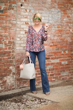 Seersucker and Saddles. Printed blouse+jeans+sandals+tote bag. Spring outfit 2016