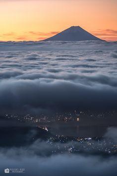 Mt. Fuji and Lake Suwa at dawn, Nagano, Japan   Masaki Kaji 高ボッチ山より