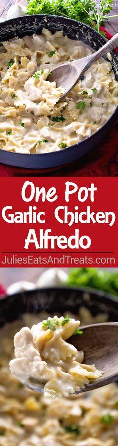 One Pot Garlic Chicken Alfredo Recipe ~ Quick and Easy Chicken Alfredo Recipe Loaded with Garlic and Even on the Lighter Side! Perfect Weeknight Dinner Recipe! via @julieseats