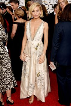 Sienna Miller in Miu Miu. #GoldenGlobes