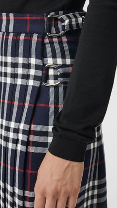 Discover skirts in a myriad of lengths and prints. Stylish Clothes For Women, Stylish Outfits, Cool Outfits, Scottish Women, Scottish Fashion, Fashion Bloggers Over 40, Christmas Suit, Burberry Plaid, Tartan Kilt
