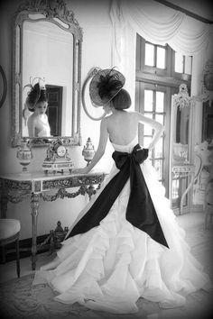 high fashion wedding photography idea - (bridal portrait!)