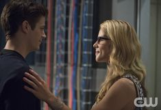"""The Flash -- """"Going Rogue"""" -- Image FLA104A_0250b -- Pictured (L-R): Grant Gustin as Barry Allen and Emily Bett Rickards as Felicity Smoak -- Photo: Cate Cameron/The CW -- © 2014 The CW Network, LLC. All rights reserved.pn"""