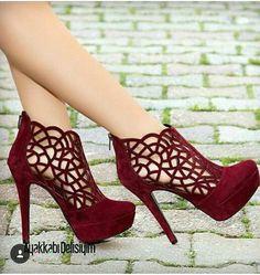 Adabella Wildleder Burgund Lattice Thin Heels Schuhe in 2020 Fancy Shoes, Pretty Shoes, Hot Shoes, Beautiful Shoes, Shoes Heels, Beautiful Beautiful, Red Heels, High Heel Boots, Heeled Boots
