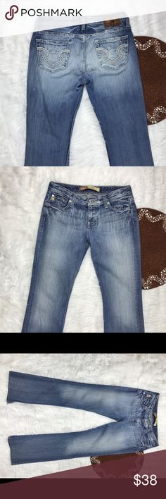 Big Star Hazel Curvy Fit Size 28XL distressed Great item , please see pictures for more information   There are NO Major Flaws with this item. If you notice a flaw that we did not mention, please contact us first before leaving negative feedback. We are only human and may make a mistake once in a while.   From Smoke Free Home Big Star Jeans Boot Cut